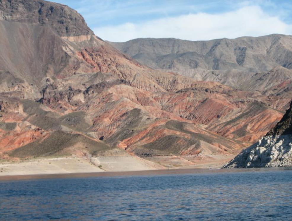 Lake mead cruise and bighorn sheep near hoover dam in nevada for Fishing lake mead from shore